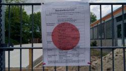 Das Bauschild am Baugrundstück
